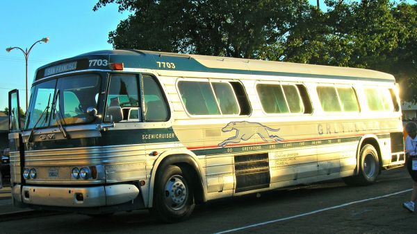 Greyhound Bus Line (1964 GM PD 4106 — GBL)